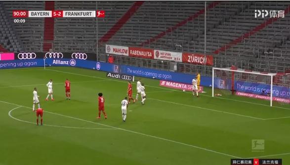 拜仁5-2法兰克福 穆勒传射辛特雷格双响+乌龙