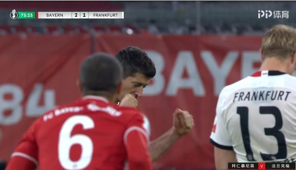 德国杯-佩剑破门莱万制胜球 拜仁2-1险胜进决赛